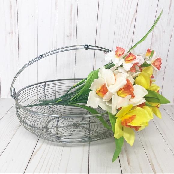 Vintage Other - Farmhouse style Metal Wire Kitchen Egg Basket